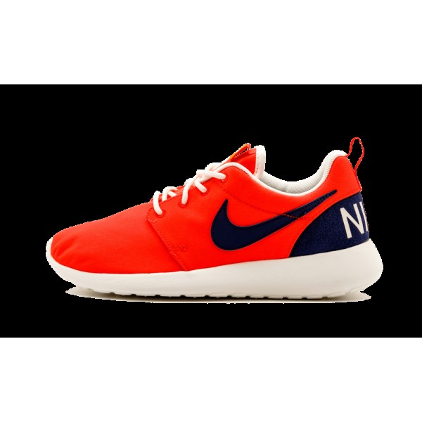 Nike Roshe One Retro Chaussure de Femme Orange 820...